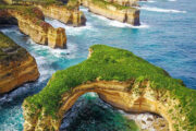 Travel agents in Australia struggle to keep up with holiday cancellation complaints